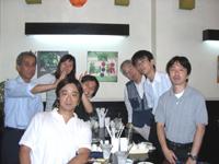 ベトナム・ハノイにてプロジェクトメンバーと(左手前が本人