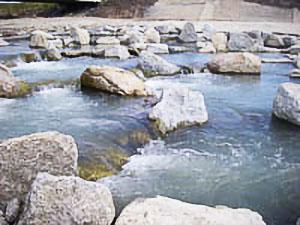 写真-3 越流部とプール部